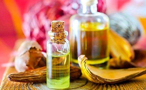 Масло, приготовленное для массажа, должно быть теплым, и выбирать необходимо то, которое наиболее приятное для вас и вашей половинки