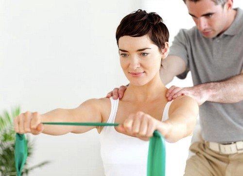 регулярные физические нагрузки способствуют устранению спазма мышц и укреплению позвоночника