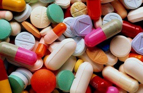 Основа лечения возникшей патологии - это прием гормональных препаратов, способных регулировать изменения функции яичников