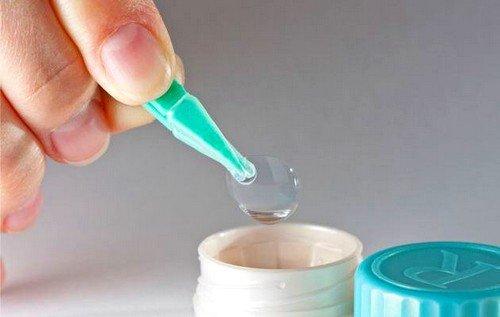 Для соблюдения гигиены линз, после использования необходимо их поместить в емкость с универсальной жидкостью