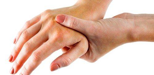 характерным признаком болезни является чувство слабости в руках