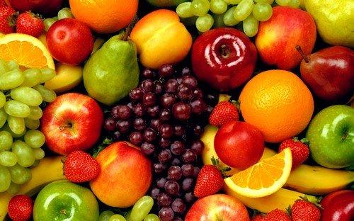 Прежде всего в рационе питания должны присутствовать свежие ягоды и фрукты