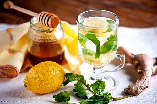 Напиток из лимона, имбиря и меда