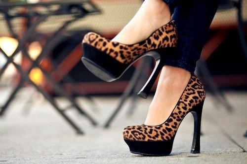 Достаточно опасно увлечение высокими каблуками