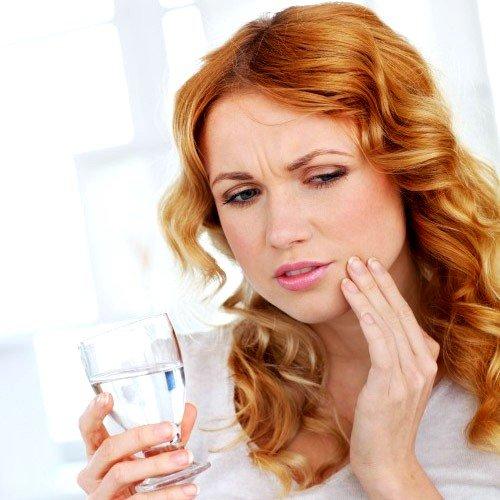 причиной данного заболевания становится травма головы либо конкретно челюсти, некачественное лечение больного зуба, процесс воспалительного характера под коронкой