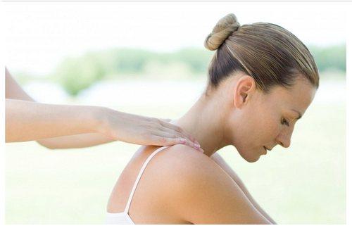 Массаж при остеохондрозе шейного отдела: для чего нужно и как делать? фото