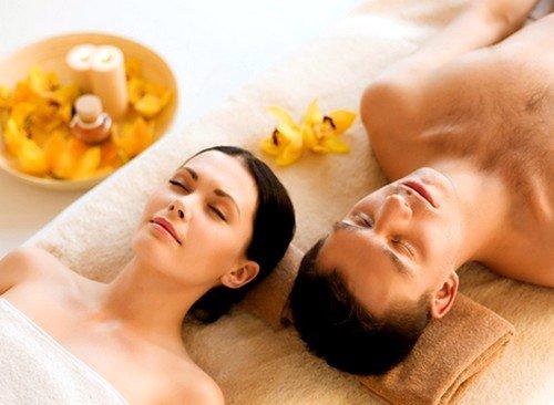 Тантрический массаж научит партнеров доверять своей половинке, отдавать тепло, чувствовать упоение от близости, а также принимать нежность любимого и найти душевную связь друг с другом
