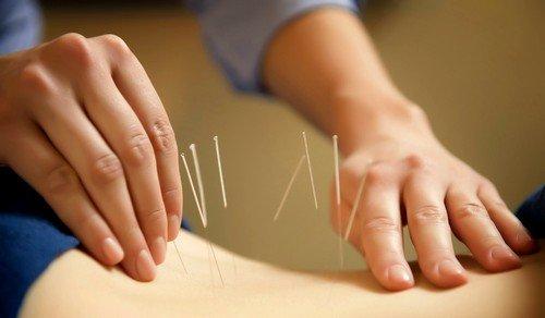 Путем внушения терапевт фокусирует пациента на состояние «здесь и сейчас», обращая его в каждый момент настоящего