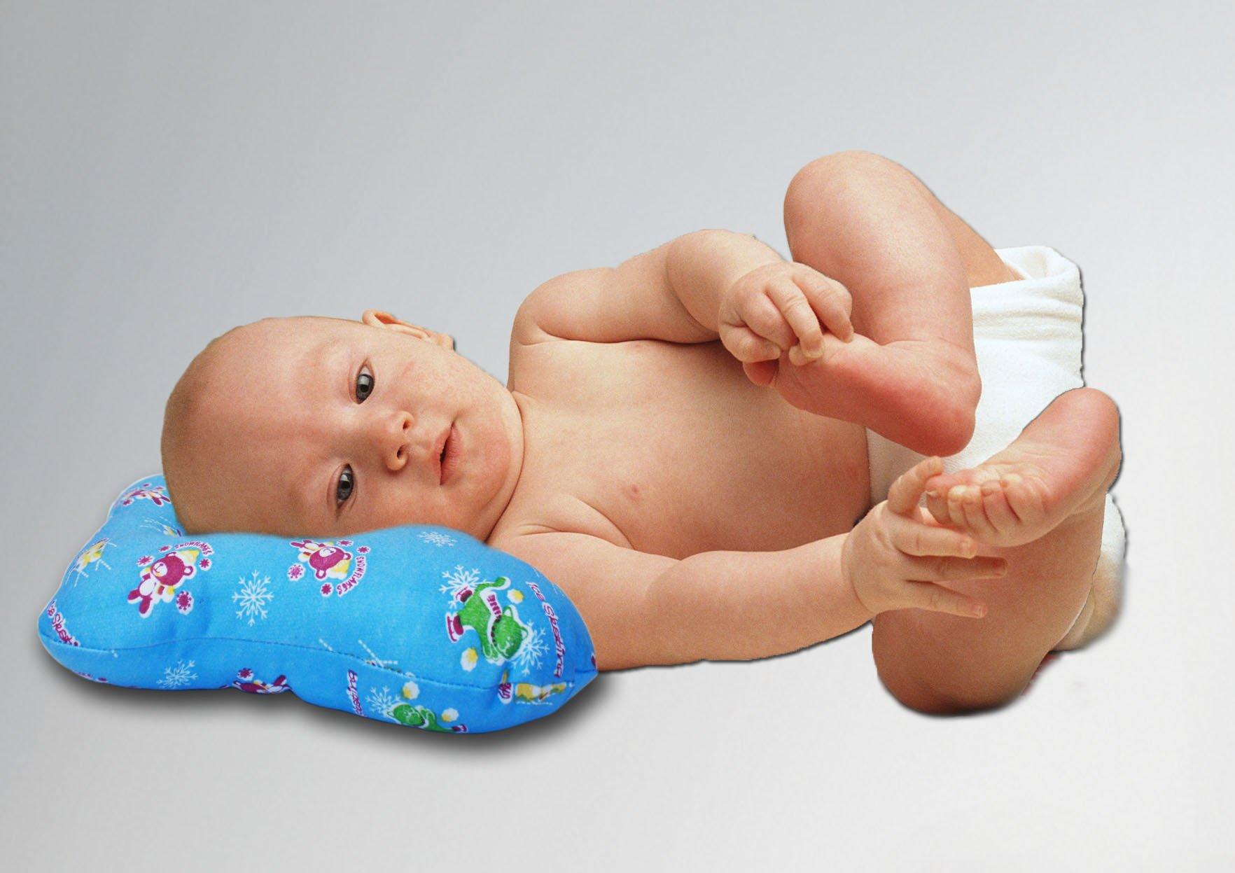 Ребенок на подушке