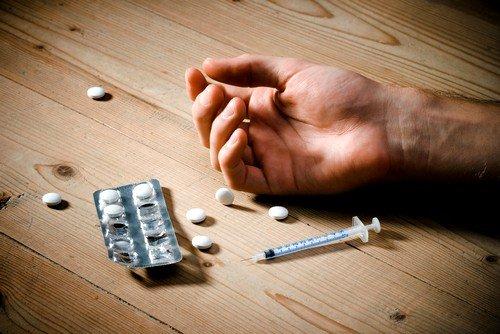 К отеку легких может привести отравление наркотиками либо алкоголем