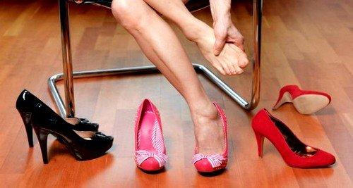 Ногти могут врастать из-за ношения тесной обуви