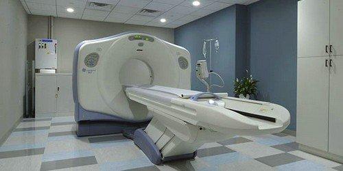 МРТ брюшной полости в Москве и других российских городах проводится с использованием радиочастотных импульсов и магнитного поля на специализированных аппаратах-томографах