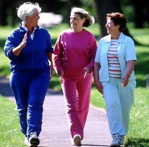 Ноги будут здоровы, если женщина будет носить удобную обувь, свободную одежду, делать зарядку и активно двигаться не менее 2 часов в день