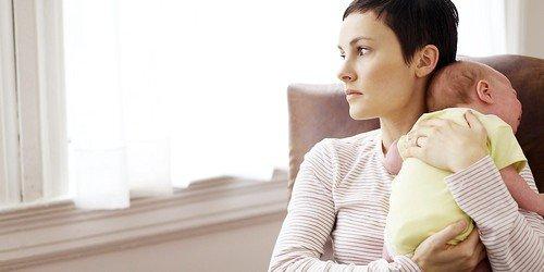 причиной развития постродовой депрессии могут стать социальные факторы