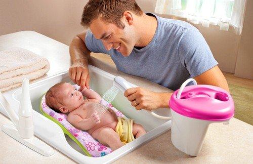 Температура воды для купания новорожденного ребенка – это основной показатель, на который необходимо ориентироваться при подготовке процедуры