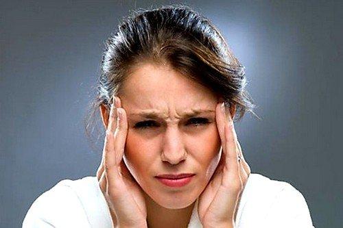 При подъеме АД до 2-3 степени наблюдаются выраженные симптомы: головная боль, головокружение, одышка, болевые ощущения в области груди