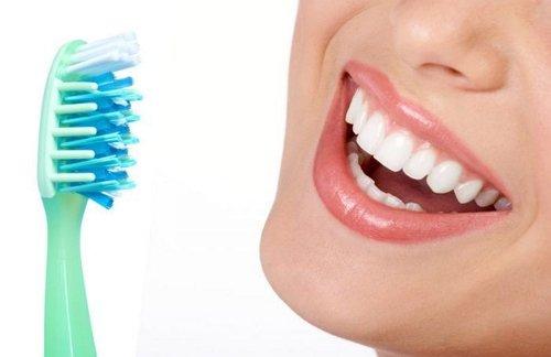 профилактика с зубной щеткой