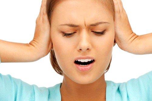 Причины, по которым у человека может возникать ощущение шума в ушах, иногда скрываются в нарушенном восприятии, генерации либо передаче импульсов в слуховых нервах