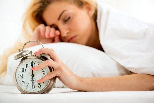 очень важно ночью спать не менее восьми часов и, по возможности, стараться отдыхать в дневное время