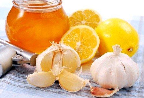 Чаще других используются для чистки сосудов лимон, чеснок и мед