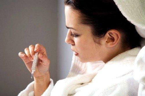 Иногда у больного наблюдается повышение температуры тела, вплоть до 39 градусов