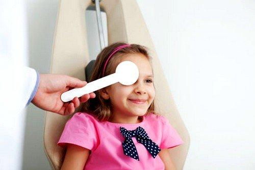 Доктора рекомендуют зрительную гимнастику для детей не только в качестве профилактики и лечения проблем со зрением, но и для нормализации работы нервной системы, большей концентрации внимания и лучшего усвоения информации