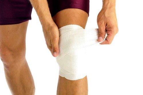 Травматизация человека в коленной области может быть причиной боли