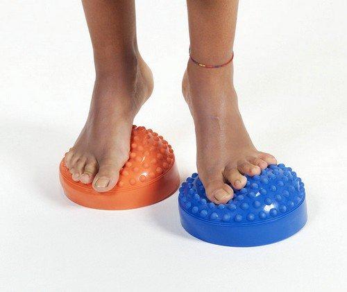 Терапия при лечении вальгусной стопы должна быть комплексной, в ее состав обязательно входит лечебный массаж стопы ног