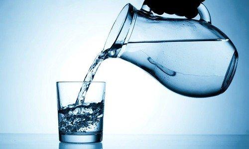 Рекомендуется в день выпивать 2-2,5 литра очищенной воды