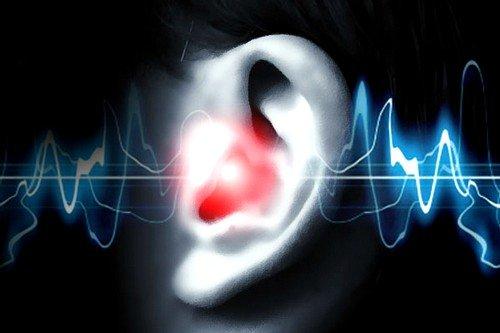 Посторонние звуки могут слышать люди с остеохондрозом, болезнями почек, печени и сердца
