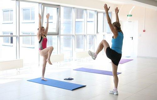 При выполнении упражнений важно помнить о том, что нельзя перегружать сустав