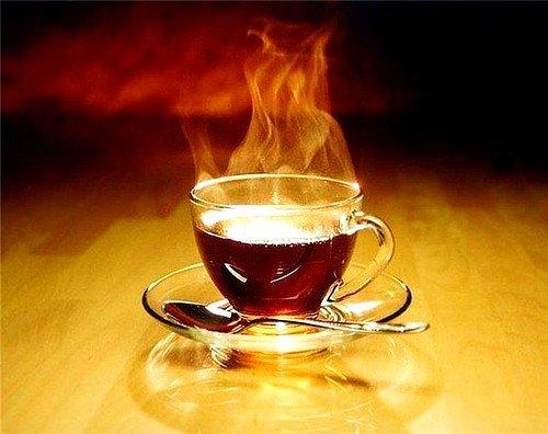 Слабый раствор черного чая можно использовать в качестве примочек для глаз