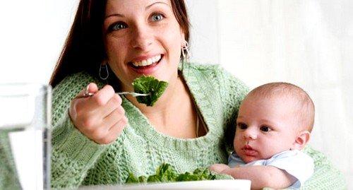При грудном вскармливании мать должна сидеть на строгой диете