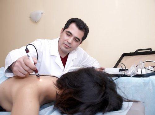 Хорошо помогает при остеохондрозе лазерное лечение, электрофорез, лечебный массаж