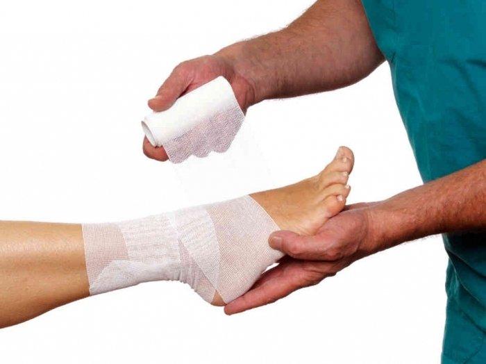 Боль в пятке может возникнуть при надрыве или растяжении сухожилия