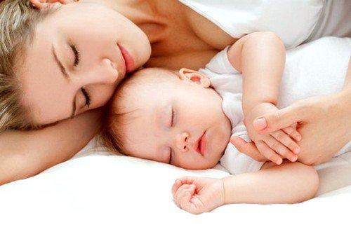 От трёх до пяти месяцев ребенок обычно весит около 6,5 кг