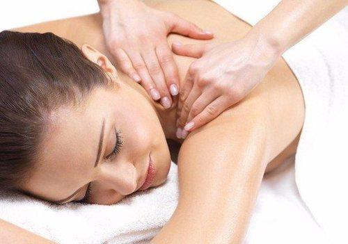 После гимнастики рекомендуется провести массаж шейного отдела