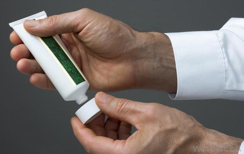 Чем можно мазать шрамы после ветрянки, как избежать рубцов фото
