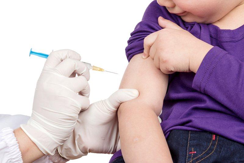 Начинать делать вакцинацию от ветрянки можно после того, как ребенку исполнится год