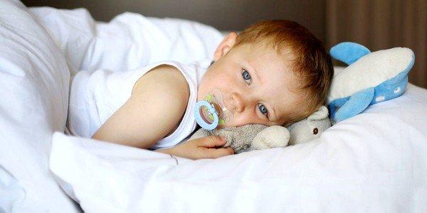 Легкая форма ветряной оспы у ребенка протекает без существенного повышения температуры и появления характерной сыпи