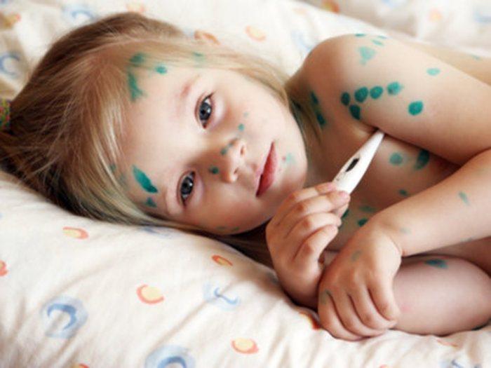 Основной функцией раствора бриллиантовой зелени является защита кожного покрова и уничтожение вредных микроорганизмов
