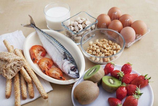 Продукты, часто вызывающие пищевую аллергию: молоко, яйца, клубника, цитрусовые и другое