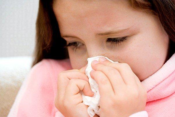 При аллергии может возникнуть ринит