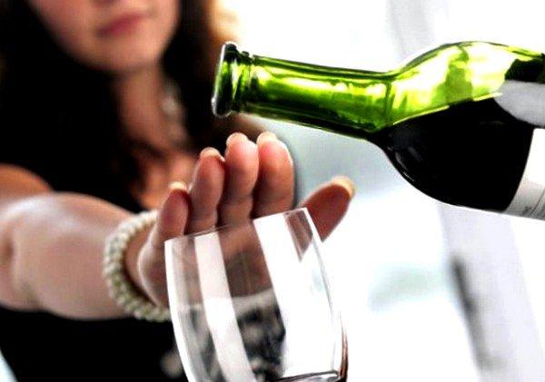 Зачастую алкоголь не является источником аллергии, но является ее провокатором