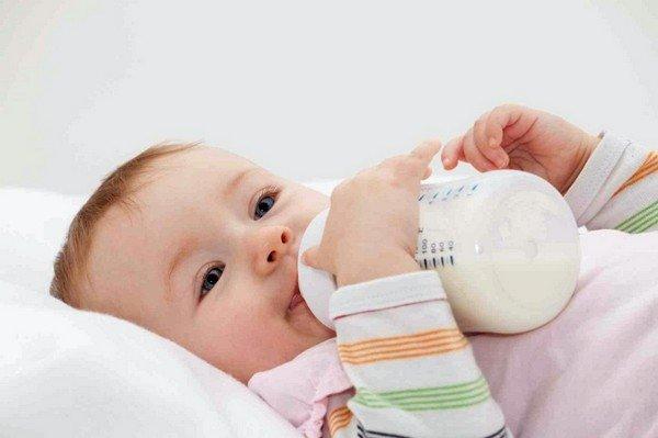 Младенец, питающийся смесями также подвержен вероятному появлению аллергии на молочные продукты, так как основой большинства смесей является казеин – молочный белок