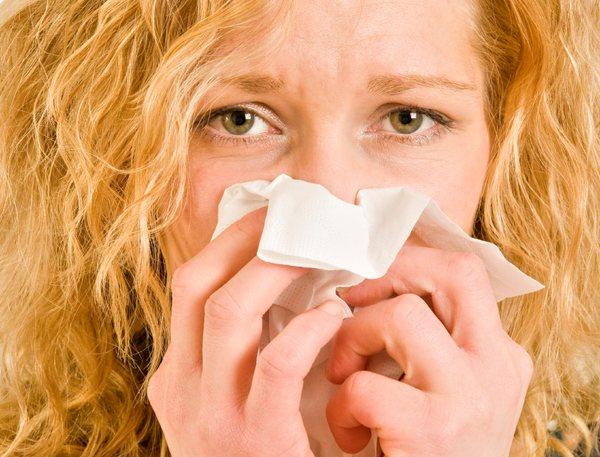 Если внезапно возникает ринит и начинают слезиться глаза - возможно, это признаки аллергии