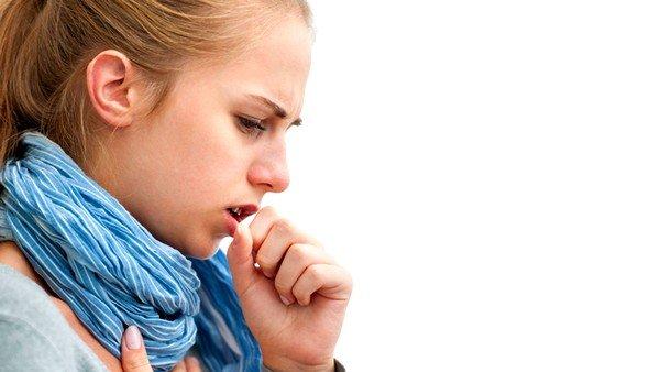 При аллергии на пыль возникает частый сухой кашель