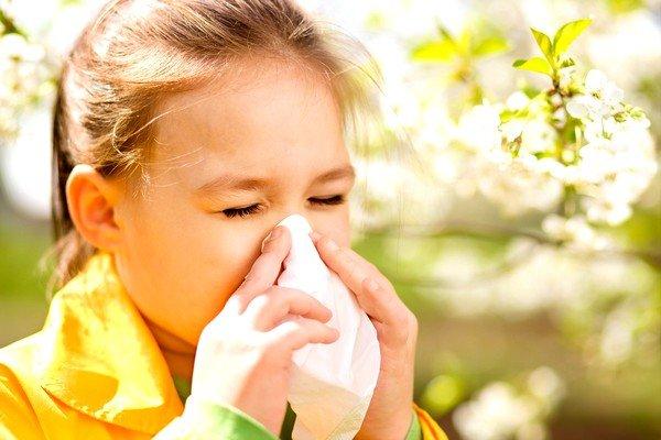 При любой субфебрильной температуре всегда нужно учитывать возможность нетипичной аллергической реакции на аллерген и обращаться к врачу
