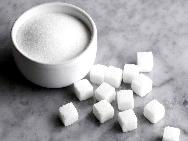 При аллергии на молоко следует исключить продукты с пищевыми добавками, соль и сахар