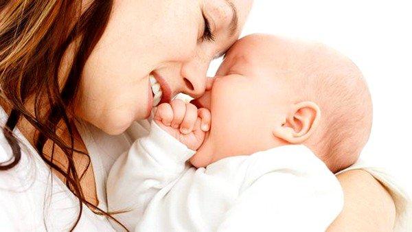 Кормящая мама должна соблюдать диетическое питание и следить за употребляемыми продуктами